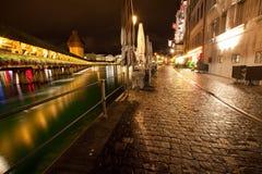 沿卢塞恩晚上河场面时间 免版税库存照片
