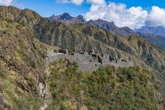 沿印加人足迹的废墟对马丘比丘 库存照片