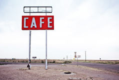 沿历史的路线66的咖啡馆标志在得克萨斯 库存图片