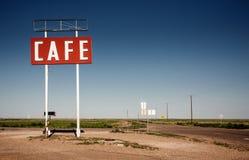 沿历史的路线66的咖啡馆标志 免版税图库摄影