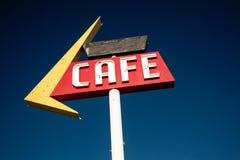 沿历史的路线66的咖啡馆标志 库存照片