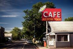 沿历史的路线66的咖啡馆标志 免版税库存照片