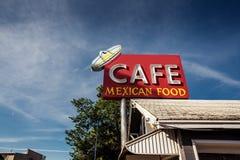 沿历史的路线66的咖啡馆标志 库存图片