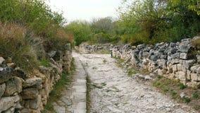 沿古城的被毁坏的墙壁的石路 股票录像