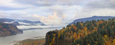 沿哥伦比亚河峡谷的冠点秋天的 库存图片