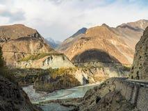 沿喀喇昆仑山脉高速公路的Mountainscape,巴基斯坦 库存照片