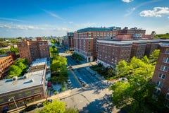 沿圣保罗街的大厦在查尔斯村庄,巴尔的摩, 免版税库存照片