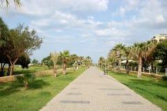 沿在边土耳其手段的海滩散步  免版税库存图片