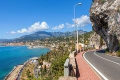 沿地中海海岸的路在意大利 免版税图库摄影