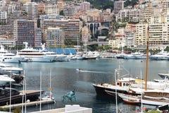 沿地中海里维埃拉的摩纳哥港口 免版税图库摄影