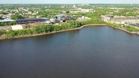 沿坎登新泽西江边的制造工厂 股票视频