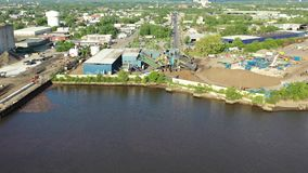 沿坎登新泽西江边的制造工厂 影视素材