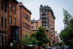 沿大教堂街道的大厦,在芒特弗农,巴尔的摩, Ma 免版税库存照片