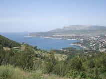 沿岸航行在马赛和卡西斯之间从土坎路在法国的南部 免版税库存照片