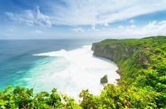 沿岸航行在Uluwatu寺庙,巴厘岛,印度尼西亚 库存照片