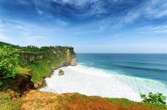 沿岸航行在Uluwatu寺庙,巴厘岛,印度尼西亚 免版税库存图片