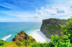 沿岸航行在Uluwatu寺庙,巴厘岛,印度尼西亚 图库摄影