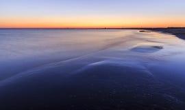 沿岸航行海滩在里海靠近巴库在日出 阿塞拜疆 库存照片