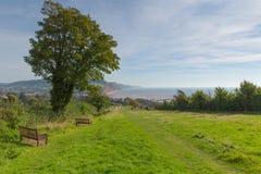 沿岸航行道路到Sidmouth德文郡英国英国普遍的旅游镇在卓著的自然秀丽区域  库存图片