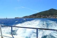 沿布德瓦里维埃拉,黑山的小船旅行 免版税库存图片