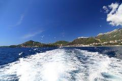 沿布德瓦里维埃拉,黑山的小船旅行 免版税库存照片
