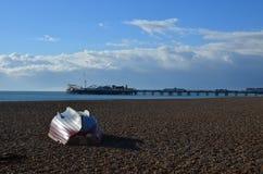 沿布赖顿的沿海岸区的冬天下午 图库摄影