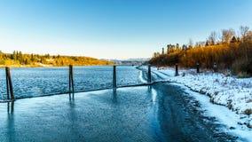 沿弗拉塞尔河的冬天风景在堡垒附近Langley古镇  库存照片