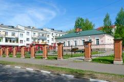 沿彼得Nizhne-Pokrovskaya议院的博物馆固定式陈列步行我,波洛茨克,白俄罗斯 图库摄影