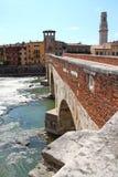 沿意大利河维罗纳的阿迪杰 免版税库存图片