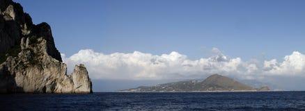 沿意大利的南部的海岸的海岛 库存图片