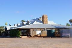 沿斯图尔特高速公路的Glendambo客栈,澳大利亚 图库摄影