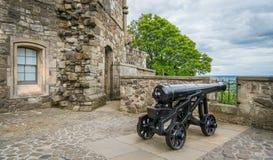 沿斯特灵城堡,苏格兰墙壁的大炮  库存照片