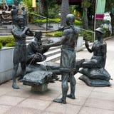 沿新加坡河的雕象 库存照片