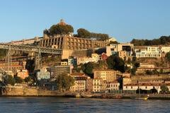沿杜罗河河的大厦在波尔图,葡萄牙 库存照片