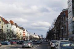 沿柏林大道的沿柏林大道的看法朝胜利专栏的方向和红色TownhallView朝的方向 库存图片