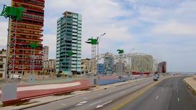 沿柏油路交易在古巴,哈瓦那的首都 股票录像