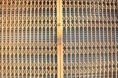 沿桔子的篱芭 免版税库存照片