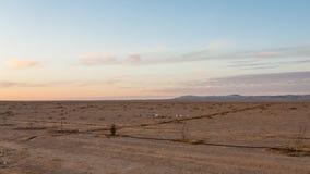 沿沙漠高速公路的简单的土地在约旦 库存照片