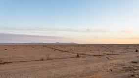 沿沙漠高速公路路15的平的土地在约旦 图库摄影