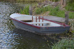 沿河的划艇 免版税库存图片