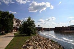 沿河的街市 库存照片