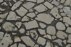 沿河背景的石头 免版税库存图片