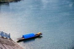 沿河镇Shennongxi码头的湖北八洞 库存照片