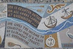 沿泰晤士的北部银行的Queenhithe马赛克 免版税库存照片