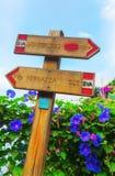 沿海供徒步旅行的小道的标志在韦尔纳扎,五乡地,意大利的 图库摄影