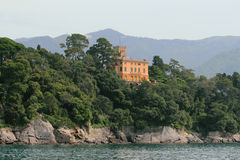 沿海和房子 圣马尔盖里塔利古雷,热那亚,意大利 库存照片