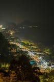 沿海城市夜视图  免版税库存图片