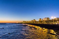 沿海夜都市场面,蒙得维的亚,乌拉圭 库存照片