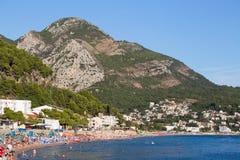 沿海山风景在Sutomore,黑山 库存图片