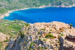沿海岩石和海在夏日,可西嘉岛 库存图片